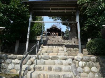 稲荷山古墳頂上の神社
