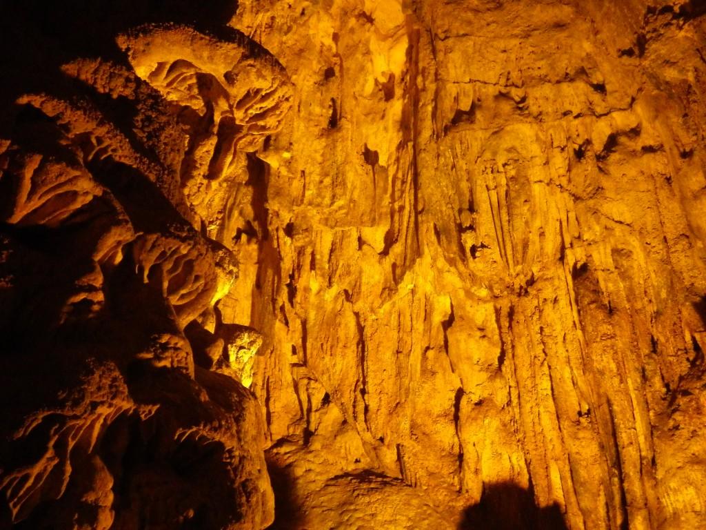 ハロン湾の洞窟